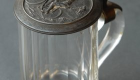 Decorative tankard with bicycle motif - glass