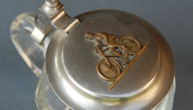 Decorative tankard 10 cm with bicycle motif