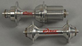 Pair of road Hugi hubs